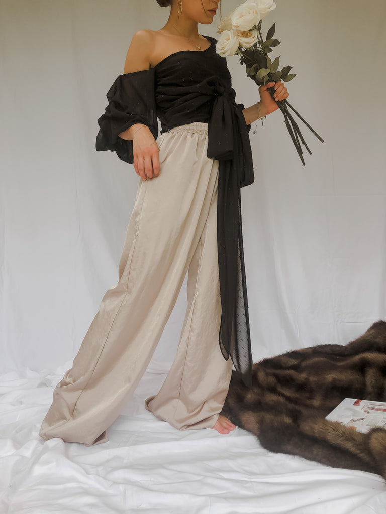 SATIN PANTS STONE | WRAP TOP BLACK