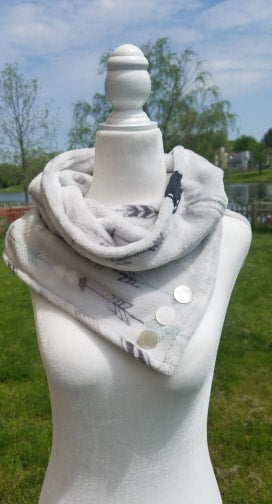 Womens Diffuser Scarf- Arrows