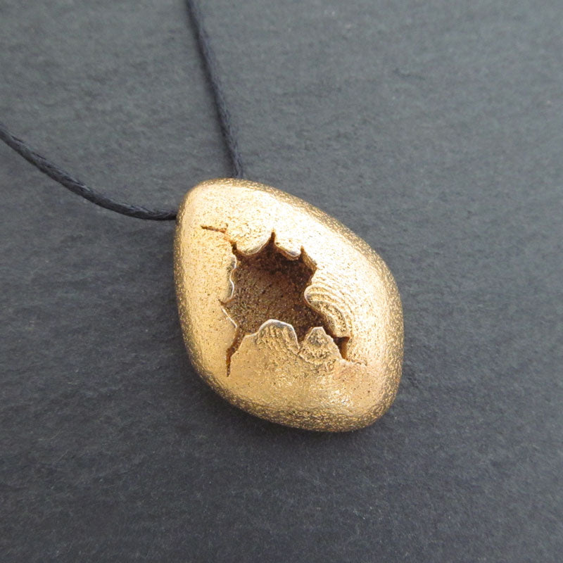 Cracked Egg Necklace in Gold