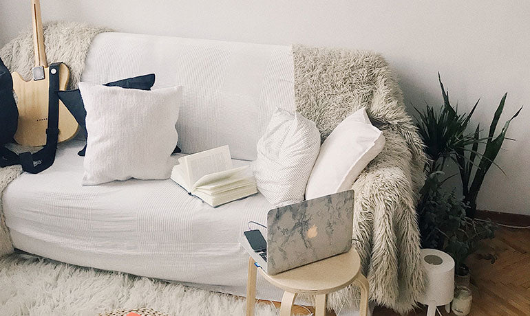 How to Decorate Dorm Room Walls: The Good, the Bad, and the ...