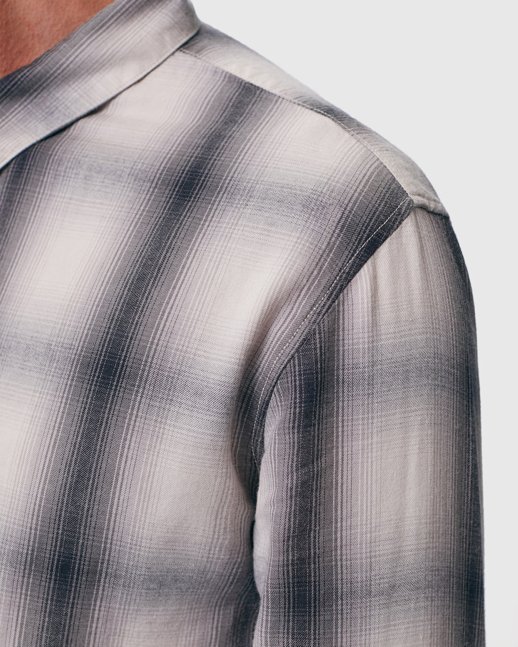 The Arias Shirt in Grey Plaid
