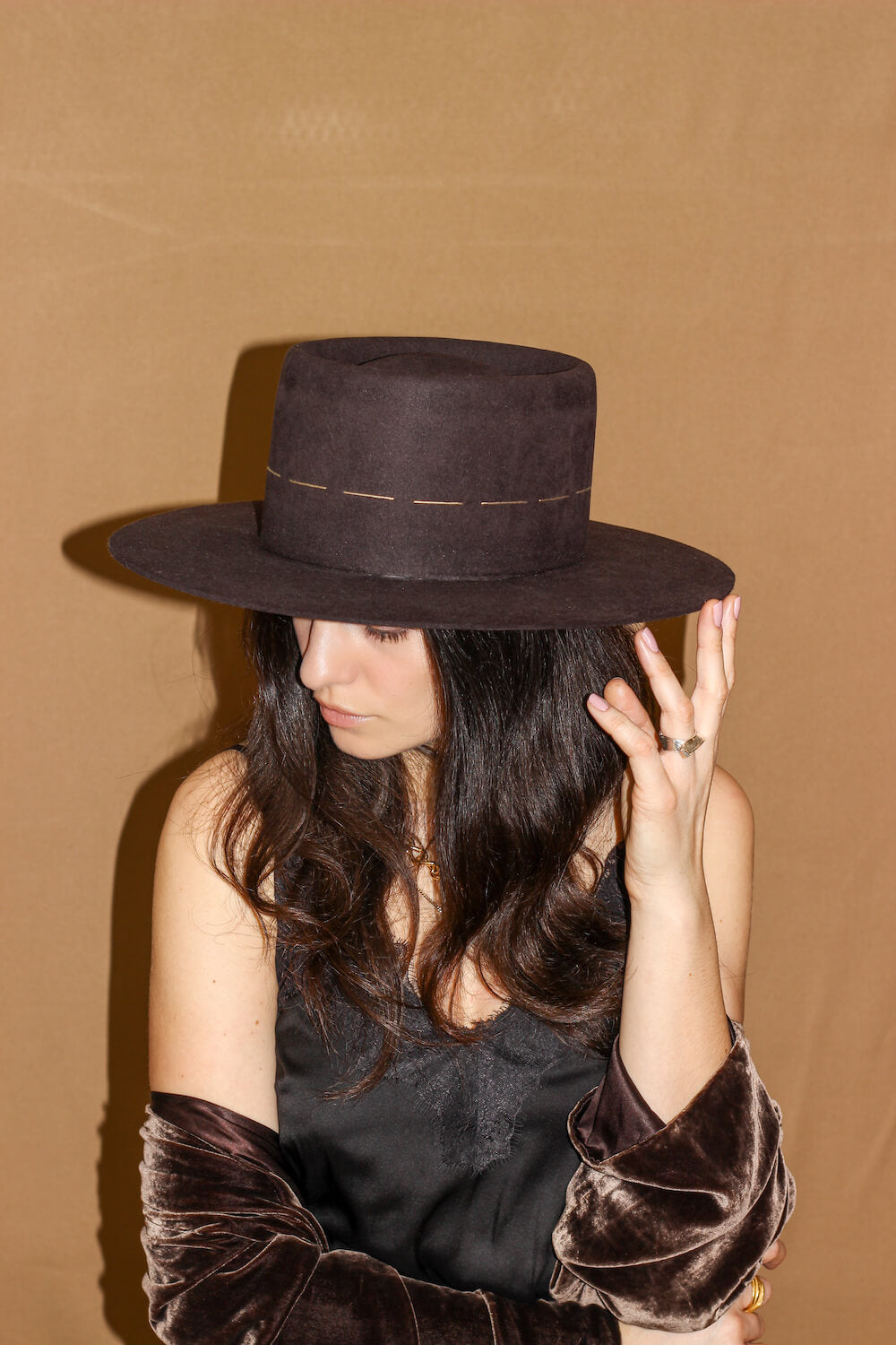 DOUBLE CROSSED EMBROIDERED FELT FEDORA HAT