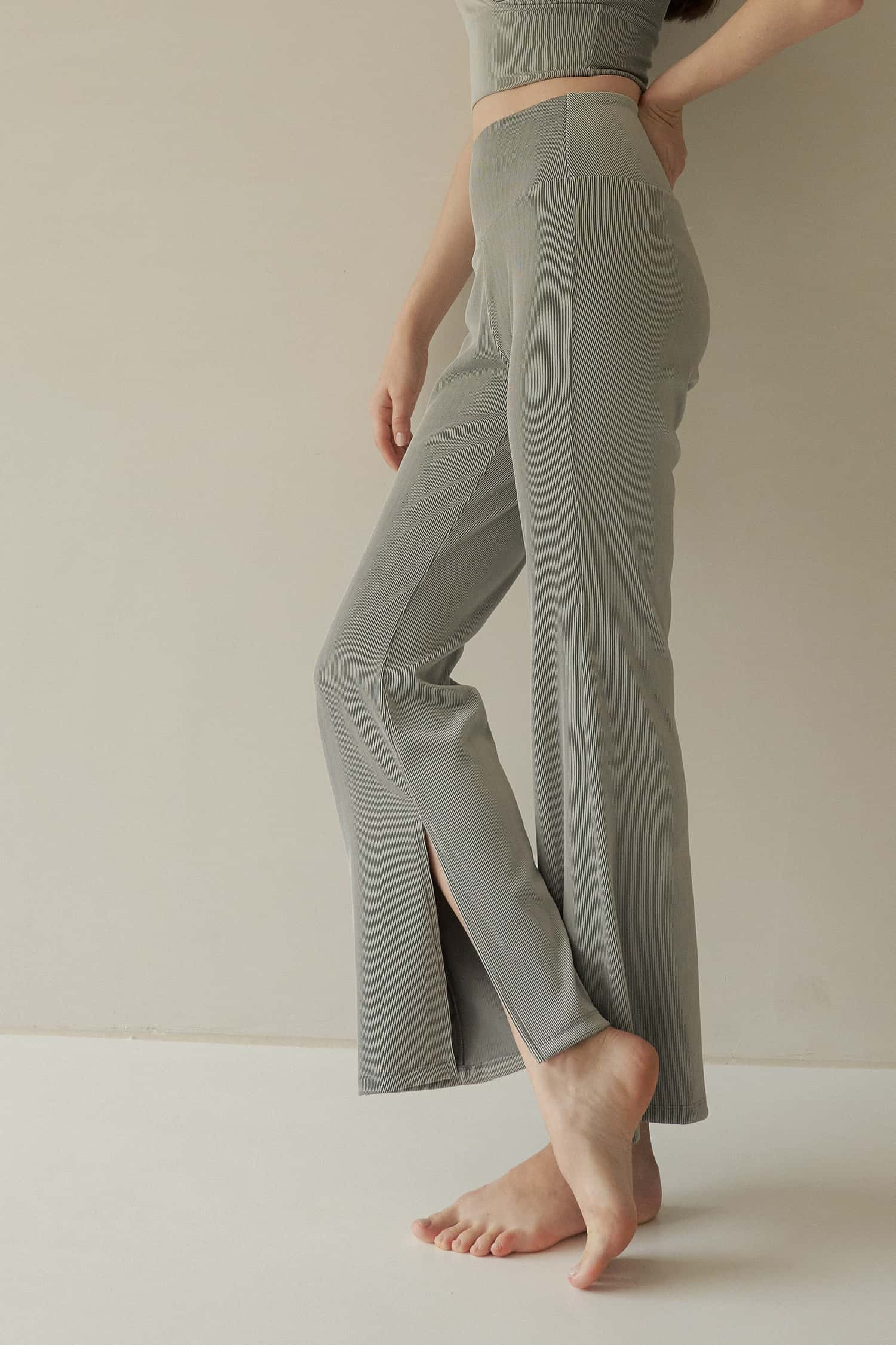 SENNA HIGH-RISE RIBBED FLARED PANTS