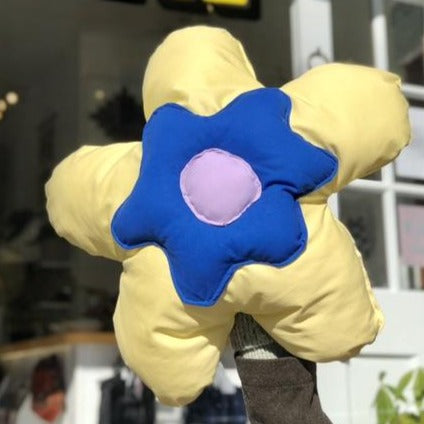 OFFBEAT SWEET MEGA PUFF DAISIES (Yellow/Blue)