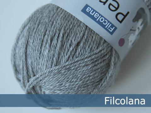 Filcolana Pernilla Light Grey Melange 954 hos Garn Galore set fra oven
