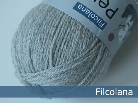 Filcolana Pernilla Very Light Grey Melange 957 hos Garn Galore set fra oven