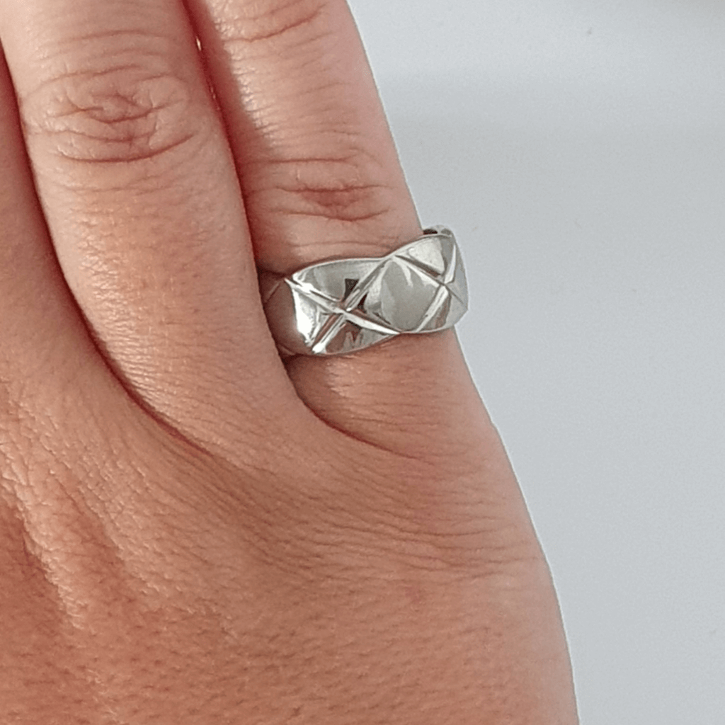 Silver criss cross etched crush ring