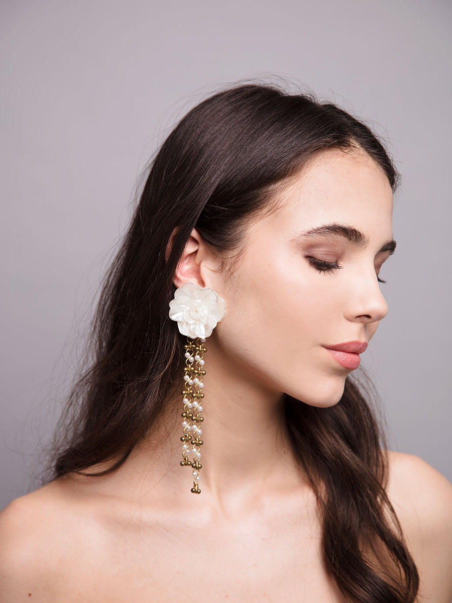 An Ode To Daisies | 12 | Gold Earrings