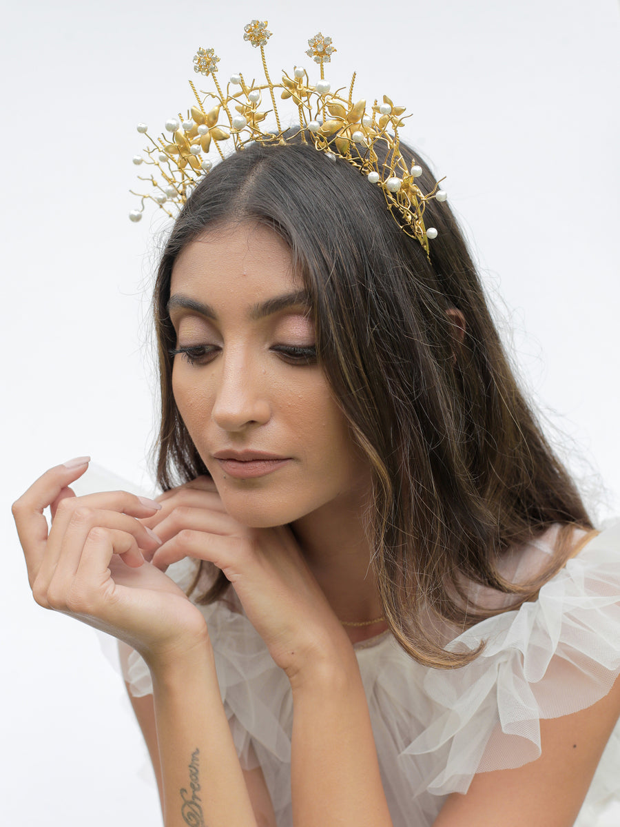 Winds of Change | 2 | Gold Headpiece