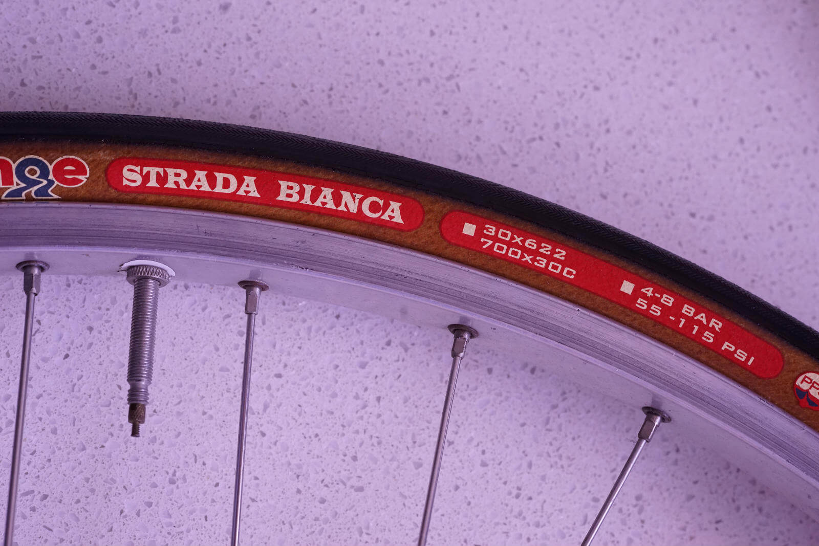 This 30mm gravel tyre is rated from 4 to 8 bar
