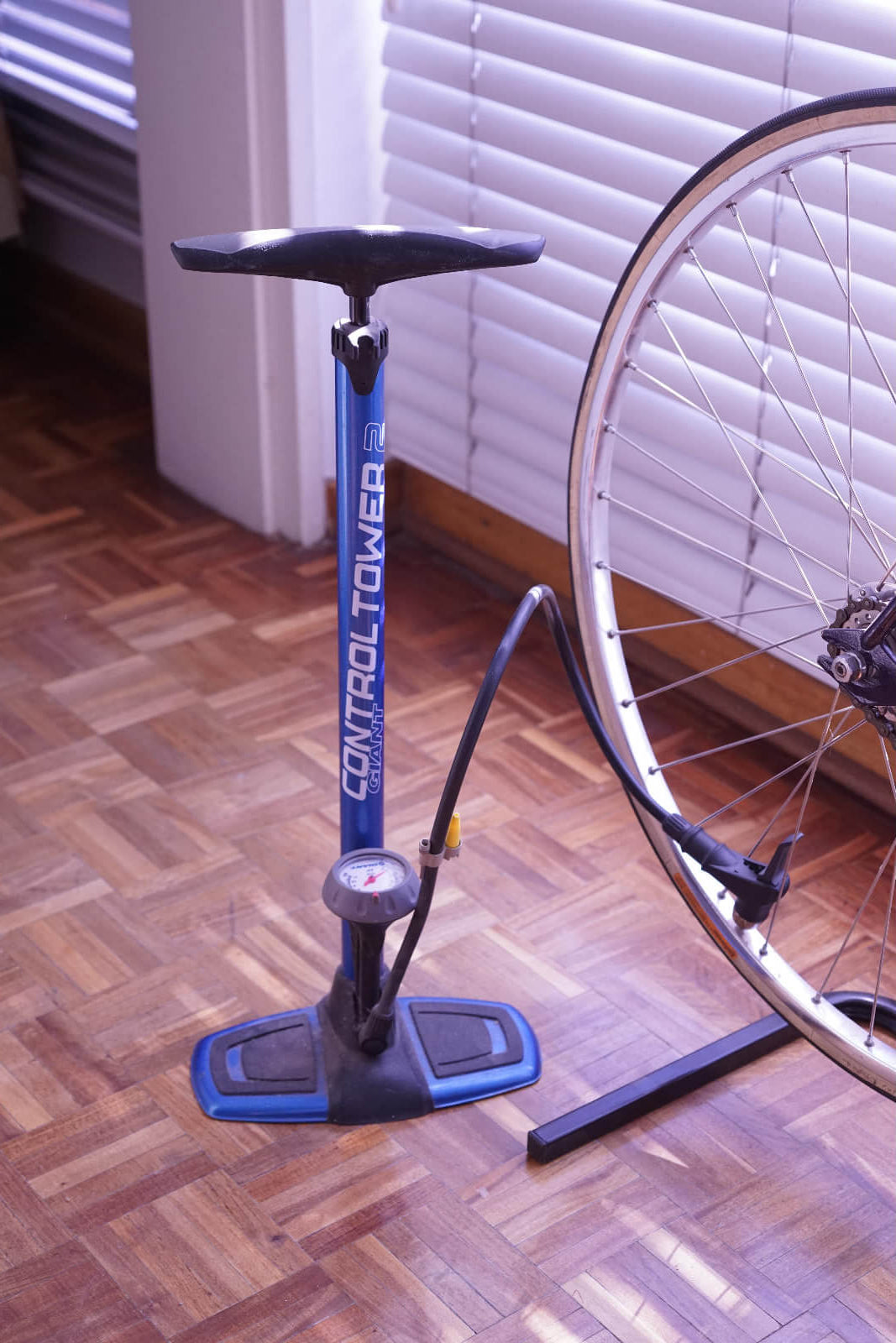 An essential tool for the cyclist: the track pump.