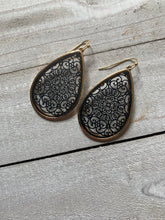Load image into Gallery viewer, Reign Filigree Earring (Multiple Colors)