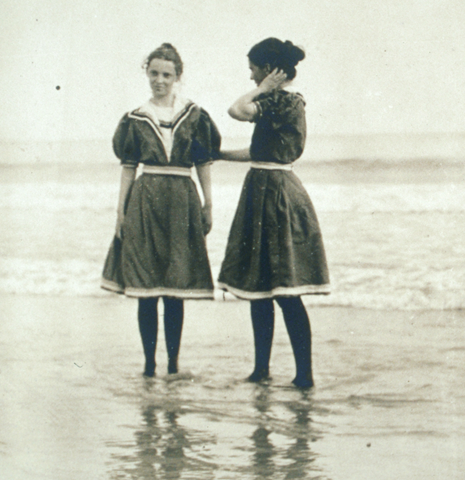 1800s ladies swimwear