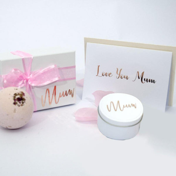 White custom gift set with handmade candle and bathbomb