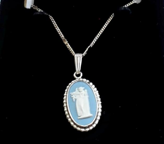 Classic Silver Wedgwood Pendant with chain - THE VINTAGE LOOK Henley-on-Thames