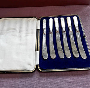 English Silver Plated Butter Knifes with Mother of Pearl Handles - THE VINTAGE LOOK Henley-on-Thames