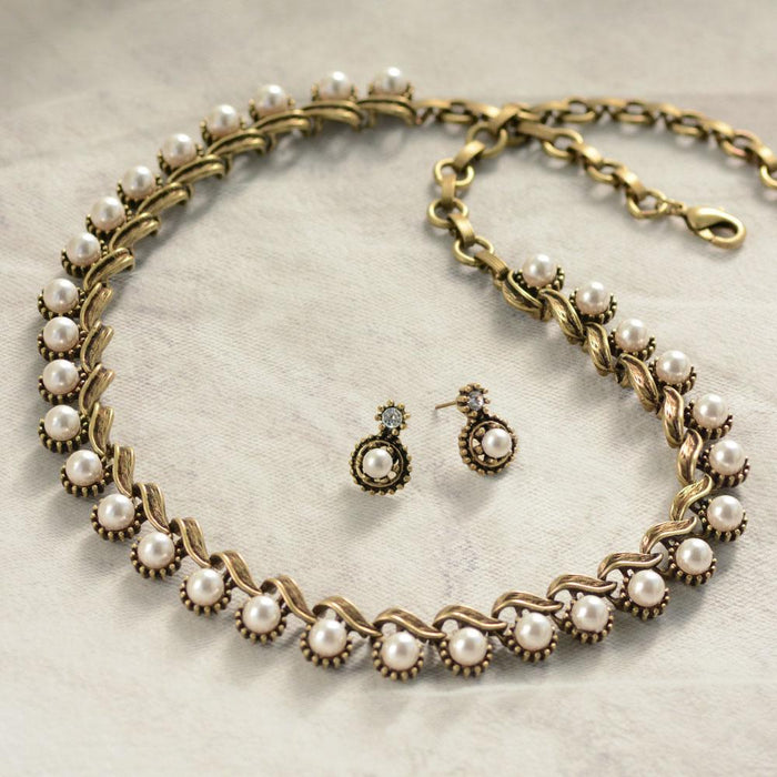 Iconic 1950s Collar Necklace - Sweet Romance Wholesale