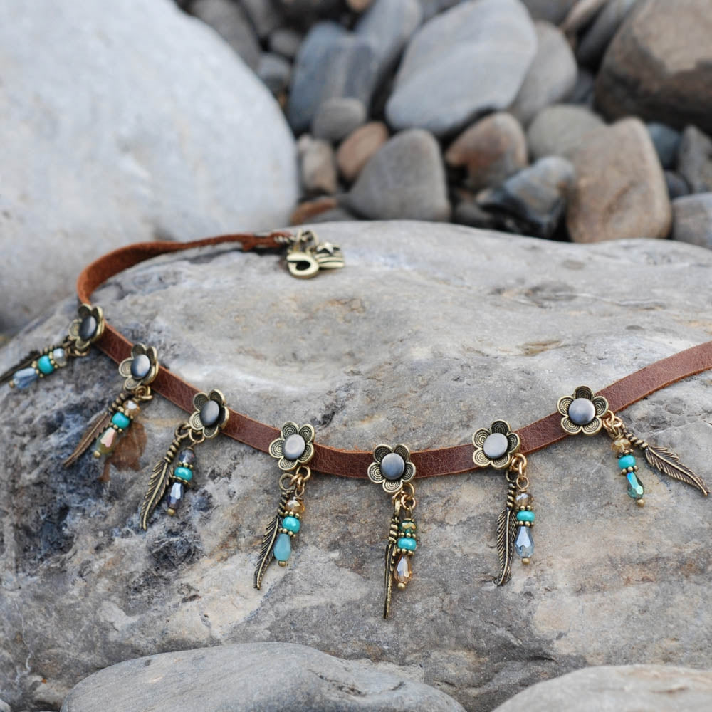 Feathers & Beads 1960s Leather Choker N1350