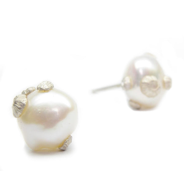 Freshwater Pearl Stud with Silver Barnacles
