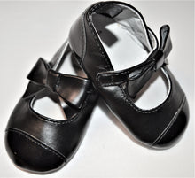 Load image into Gallery viewer, Gymboree Black Patent with Bow Shoes