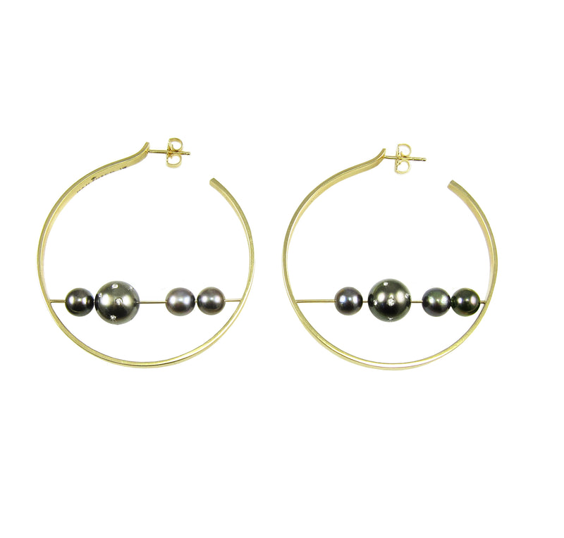 Yellow gold hoops with tahitian pearls
