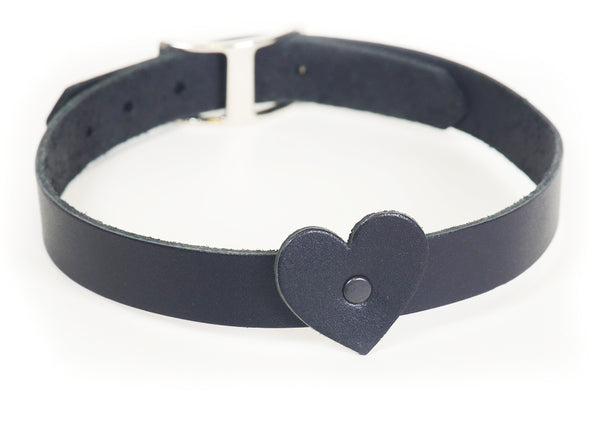 Black leather heart collar