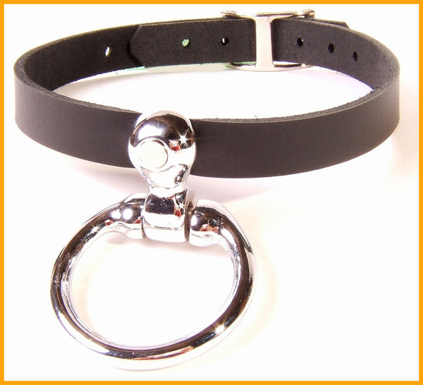 Slim leather collar with a huge curvaceous O ring