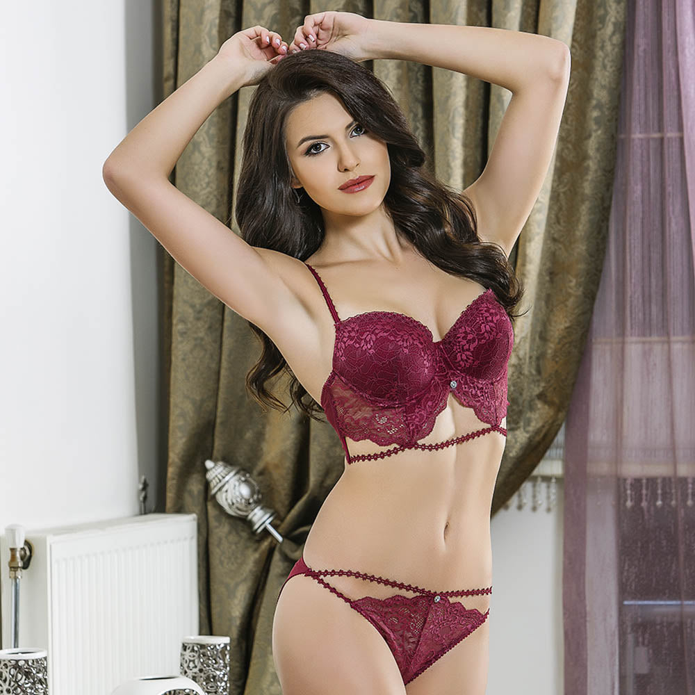 ELEGANT LACE BRA AND PANTIES SUIT - COTTONISH