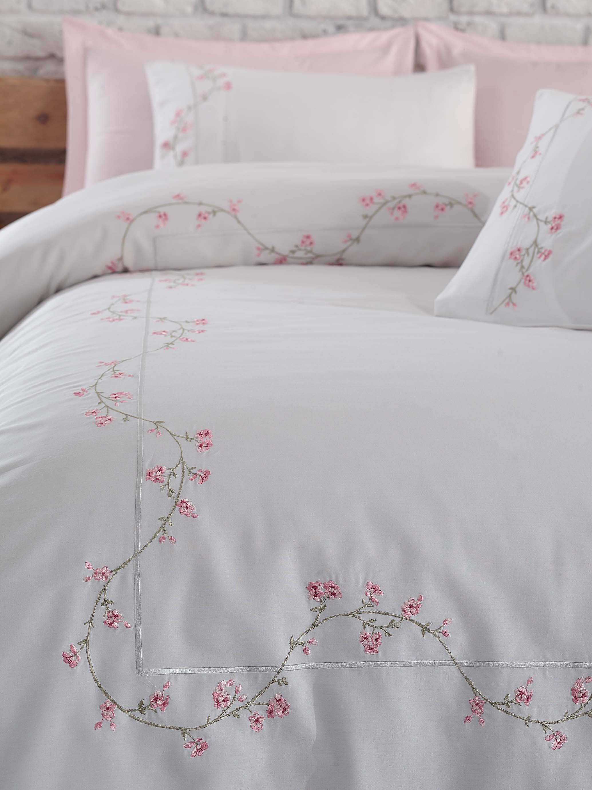 FINE SATIN COTTON DUVET COVER SET WITH EMBROIDERY DESIGN - COTTONISH