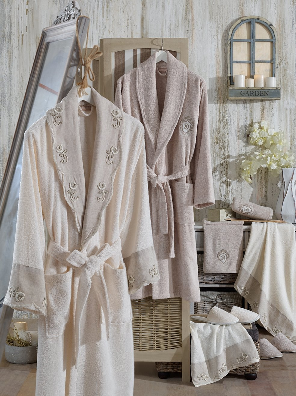 8PCS LINEN EMBROIDERIED BAMBOO BATHROBE FAMILY SET - COTTONISH