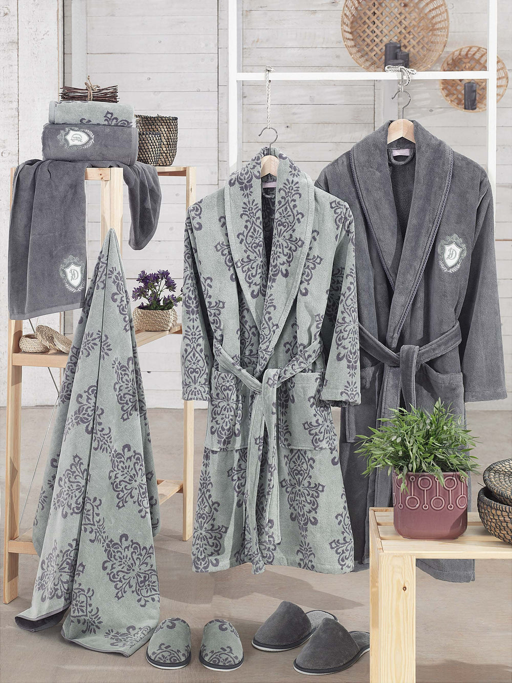 8PCS PRINTED YARN&VELVET COTTON BATHROBE FAMILY SET - COTTONISH