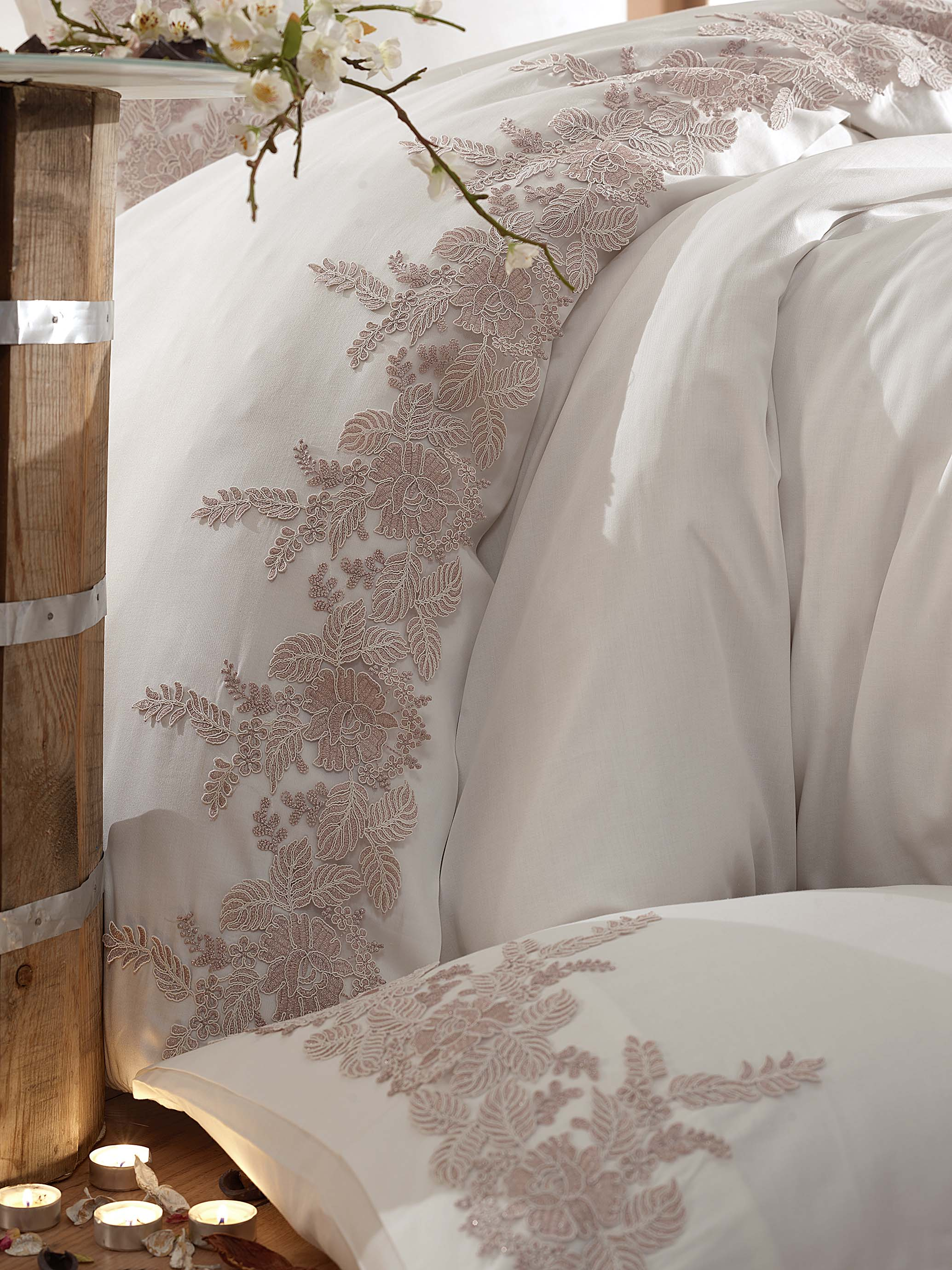 STUNNING GUIPURE DESIGNED SATIN COTTON BEDDING SET - COTTONISH