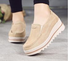 Load image into Gallery viewer, Women flat shoes thick soled platform shoes leather suede casual shoes slip on flats creepers