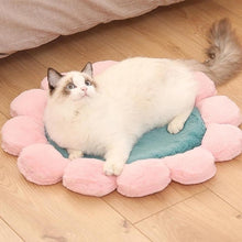 Load image into Gallery viewer, Warm Pet Bed Cute Flower Shape Cushion for Cats Dogs