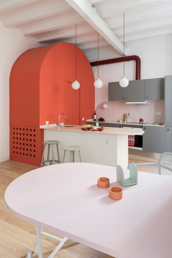 Coral accents in the kitchen | houseof.com