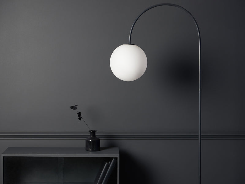 Curve floor lamp charcoal | context | houseof.com