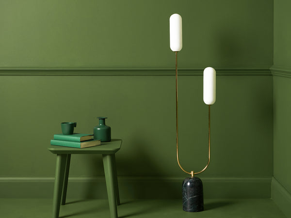 Curve floor lamp brass | context | houseof.com