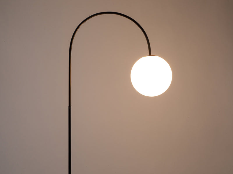 Curve floor lamp charcoal | dark | houseof.com