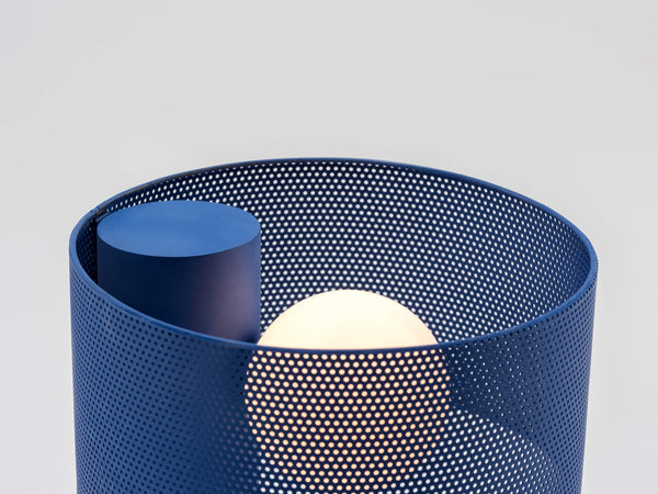 Mesh table lamp blue | zoom | houseof.com