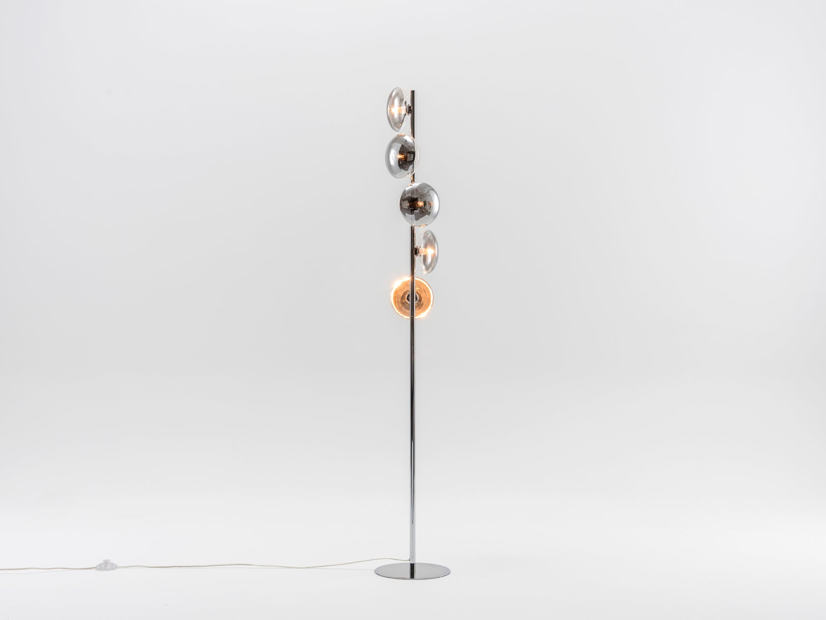 Reflective floor lamp chrome | on | houseof.com