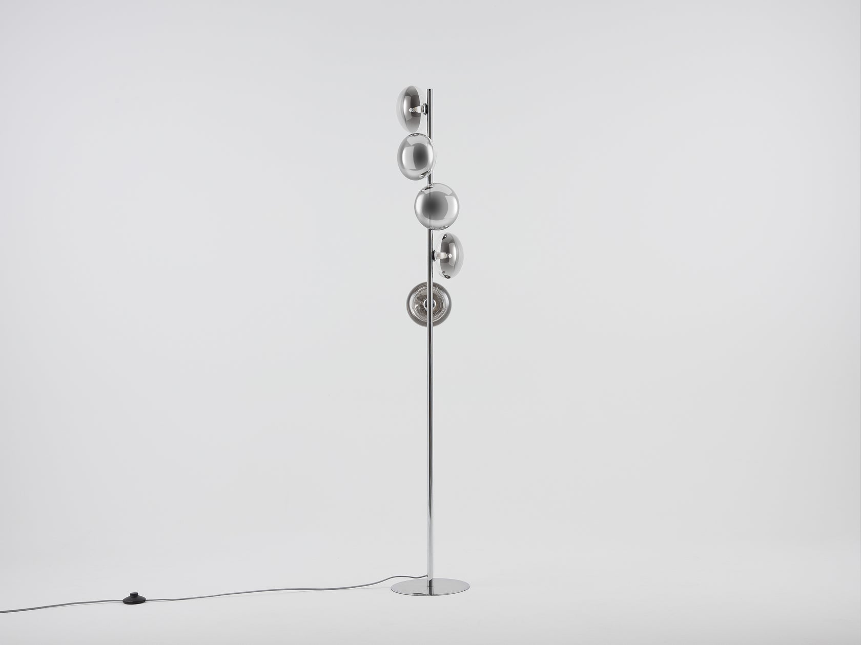 Reflective floor lamp chrome | off | houseof.com