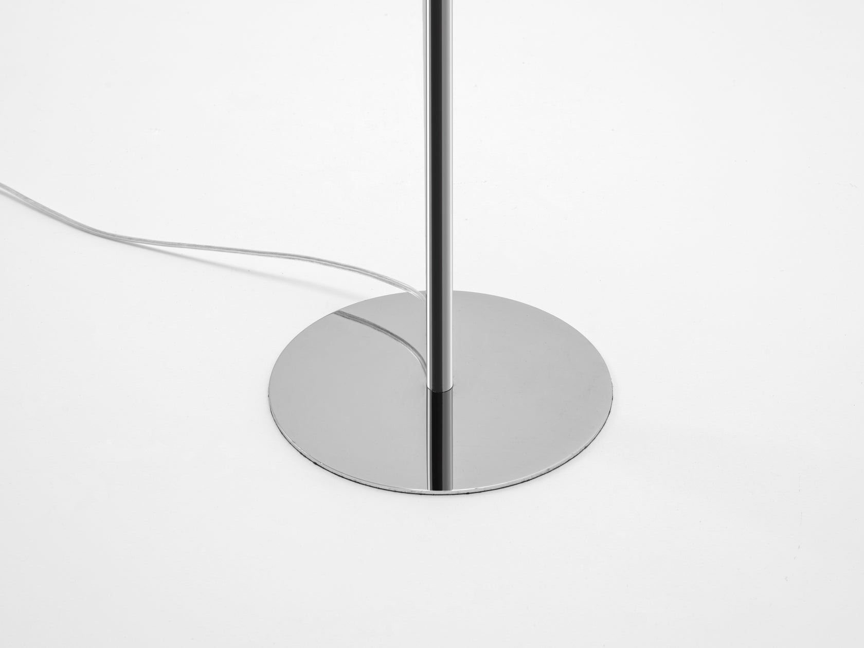 Reflective floor lamp chrome | base | houseof.com