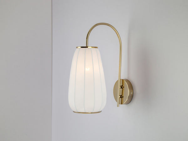 Soft fabric wall light white | on | houseof.com