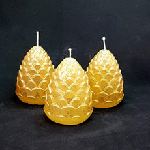 Load image into Gallery viewer, Small pillar candle - Pine cones - Set of 3 - Gold and silver colours [product_type] Candle Affair