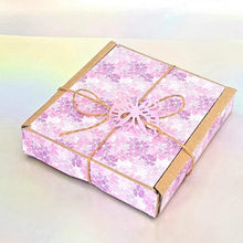Load image into Gallery viewer, Jasmine and Patchouli chunky wax melts, highly scented scented floral and heart wax melt gift box