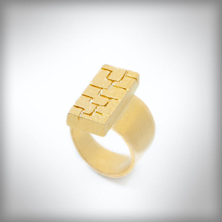 Textura open golden ring