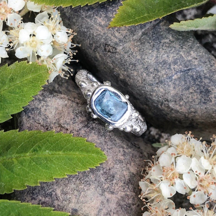 blue sapphire, sapphire, silver ring, one of a kind, handcarved, bespoke jewellery