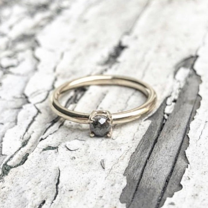 Salt and pepper diamond, Stacking ring, yellow gold, white gold, rose gold. rose cut diamond