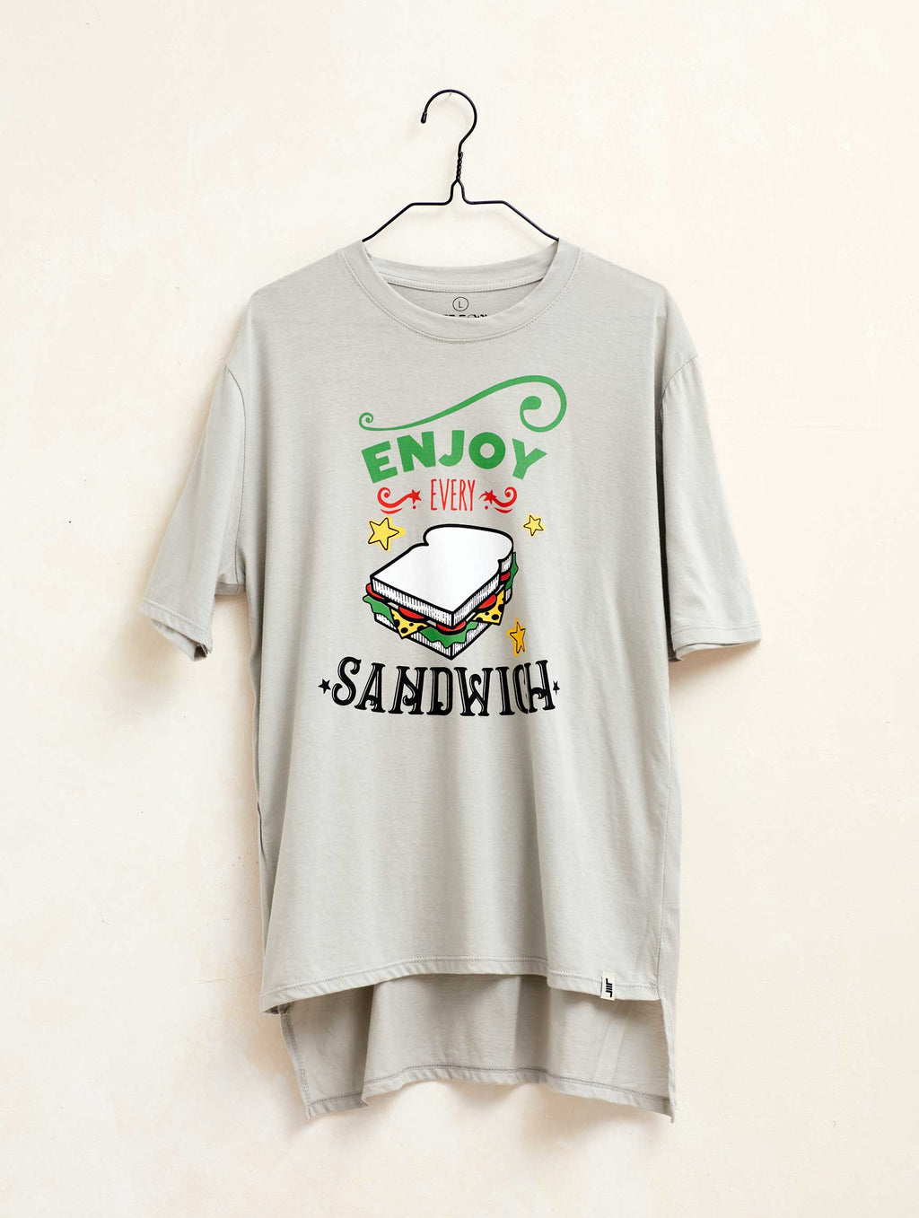 "Camiseta manga corta ""Enjoy Every Sandwich"" color gris"