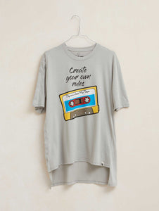 "Camiseta manga corta ""Create Your Own Rules"" gris"